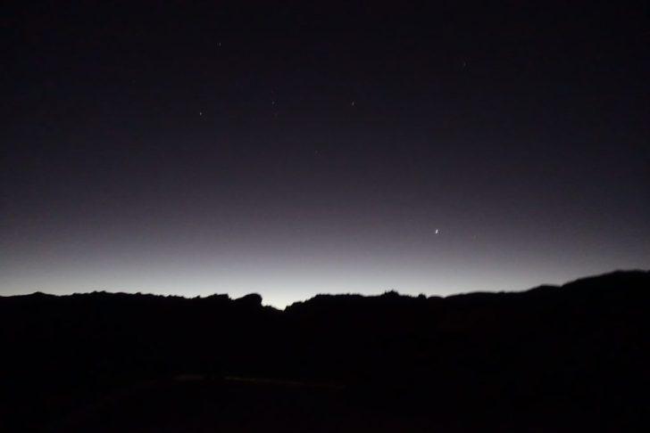 アタカマ砂漠に月が上がる時