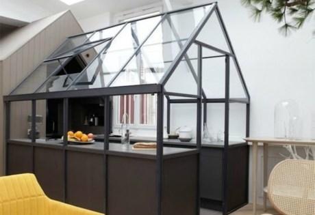 Μετατρέψτε την κουζίνα σας σε ένα μίνι ΄θερμοκήπιο' που θα εμποδίζει τις έντονες μυρωδιές να απλωθούν σε όλο το σπίτι