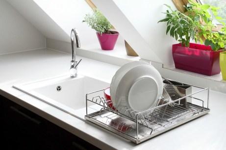 Γλιτώστε τα χρήματα που θα δίνατε στον υδραυλικό ξεβουλώνοντας μόνοι σας το νιπτήρα!