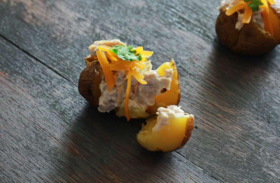Μπορεί οι τηγανητές να πρέπει να αποφεύγονται, αλλά οι ψητές πατάτες είναι φτιαγμένες για δίαιτα!