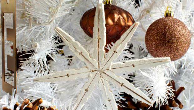 Εύκολο DIY: Φτιάξτε Υπέροχα Χριστουγεννιάτικα Στολίδια με Μανταλάκια!