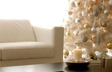 Χρυσό. λευκό και ασημί δημιουργούν το πλέον διαχρονικό και glamorous σκηνικό.