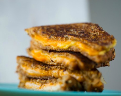 Πολύ τυρί και πολύ βούτυρο συναντάμε στο αμερικάνικο τοστ.