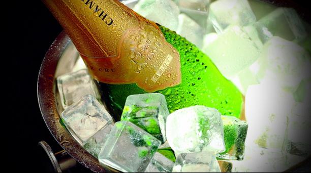 купить шампанское Кристалл может только очень богатый человек