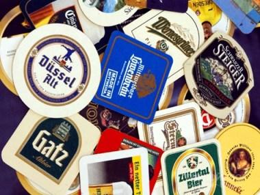 Подставка под кружку - это обязательный атрибут, который вам будет положен на стол при каждом новом заказе в любой немецкой пивной