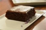 Svampet chokoladekage med kanelglasur