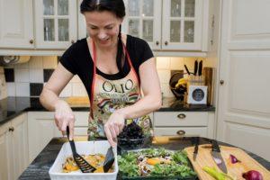 Svanhild Sunde bruker sin Urban Cultivator i matlaging hver dag.