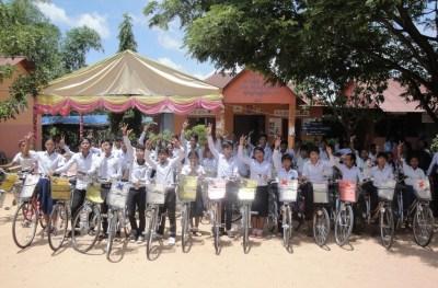 Previous Spitler graduates with their bikes