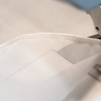 gardine-modern-gekettelt