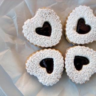 Sometimes love is sweet: Valentine linzer cookies