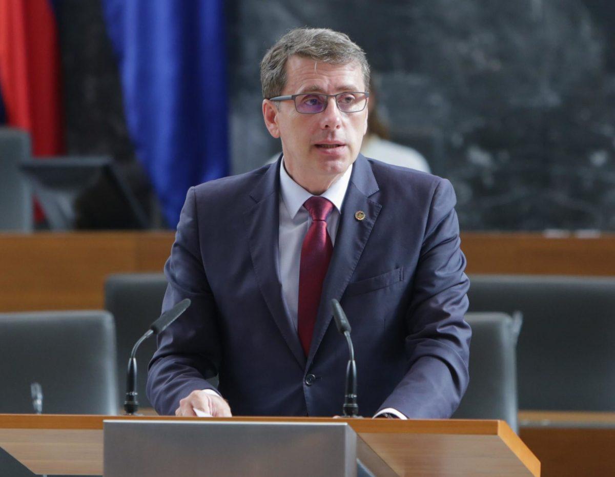 """Obstrukcija: Möderndorferju že spet propadel """"etični"""" zakon"""