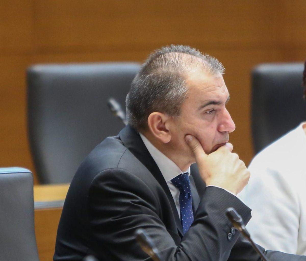 DZ spreminja ustavo zaradi Hrvaške, Pahor pa noče Vebra