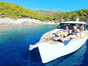 Azor-Ahai-boat-family-time-Split-Sea-Tours-DeLuxe-Blue-cave-Tour-from-Split