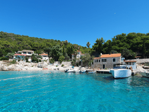 Milna-bay-house-and-Saso-Mange-boat-Split-Sea-Tours-DeLuxe-Tour-from-Split