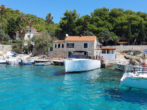 Milna-bay-house-private-and-Saso-Mange-boat-Split-Sea-Tours-DeLuxe-Tour-from-Split