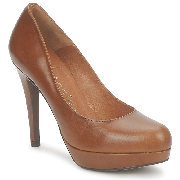 Marian Claspi Court Shoes in Tan