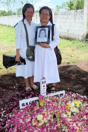 Sr. Fransita (provinsial) dan Sr. Kornelia (teman seangkatan Sr. Albertha).