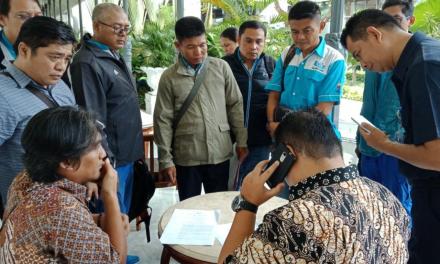 TIM ADVOKASI PENANGGUHAN UPAH 2013 PT KAHOINDAH CITRAGARMENT MENDATANGI KANTOR GUBERNUR DKI JAKARTA