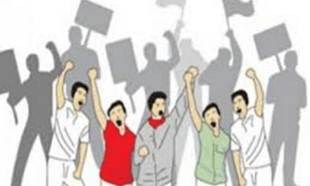PROTES PHK, PEKERJA HERO MENGGELAR UNJUK RASA