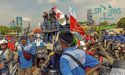 AKSI UNRAS BURUH BANTEN TUTUP RUAS JALAN RAYA SERANG – JAKARTA