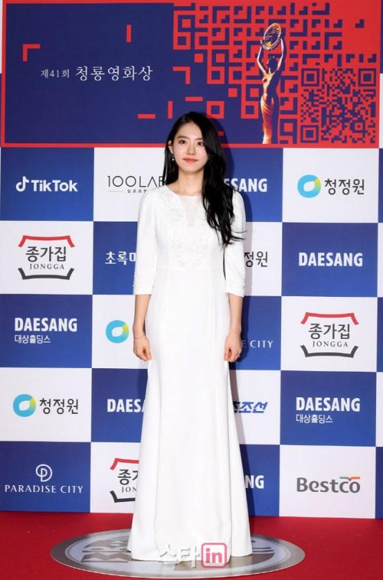 """연예계 어디까지 … """"프로듀스 김소혜, 고개를 잡고 무릎 꿇고"""""""