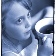 Spontane Fotografie meisje in blauw