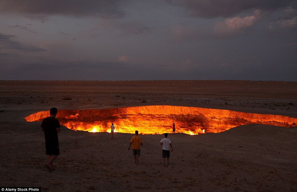There is nothing else around here the landscape is barren. There is just a \u201cgaping burning pit\u201d in the middle of nowhere. The 230 ft wide 66 ft deep hole ... & Darvaza: Gate to Hell \u2013 SPOOKY GEOLOGY Pezcame.Com