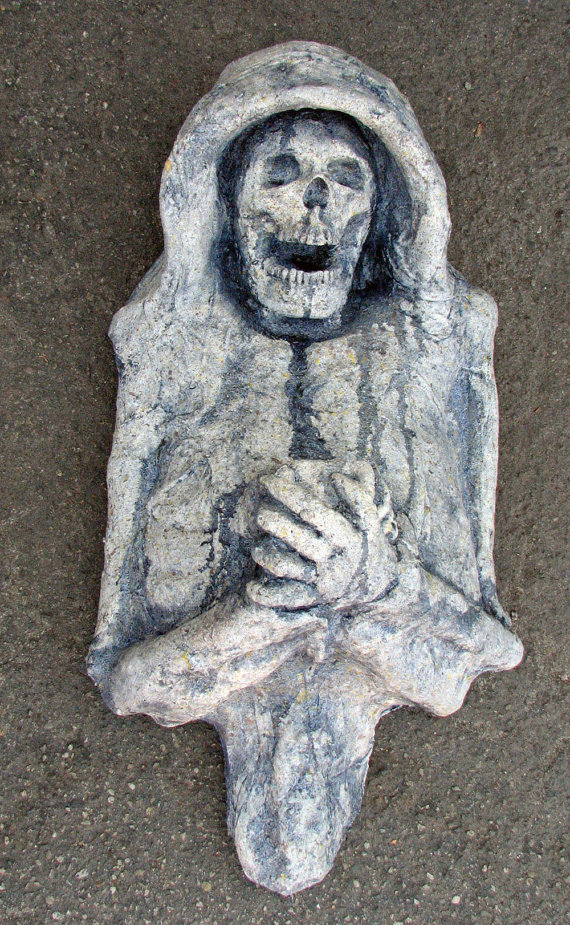 Withered Corpse wall hanging by Macabre Creations