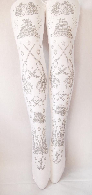 Gorgeous tights (in plus sizes!) from Teja Jamilla. Via Goth Shopaholic