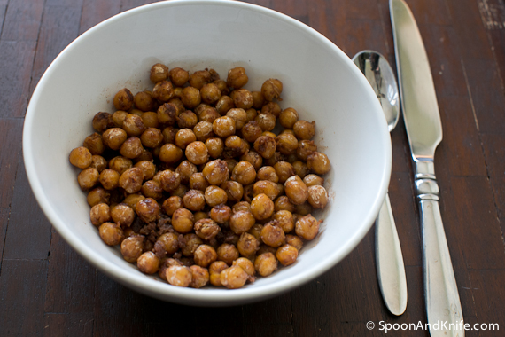 Toasted chickpeas from spoon and knife