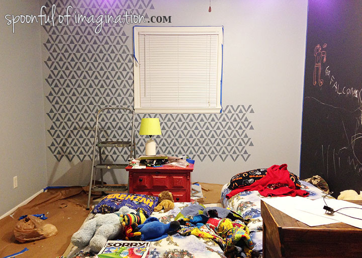 Process_of_stenciling_wall