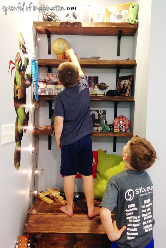 boy_bedroom_shelves