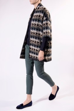 Color hounds tooth long jacket for in- and outdoor with leather piping edges.