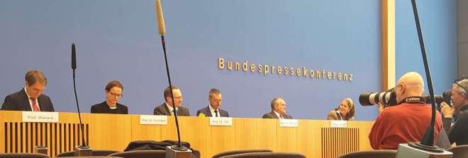 Der Sachverständigenrat am 2. November 2016 bei der Bundespressekonferenz
