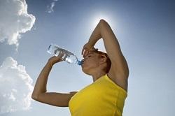 Coup de chaleur et activités physiques attention !!! Lors de la pratique d'activités physiques de façon prolongée sous le soleil penser à boire.
