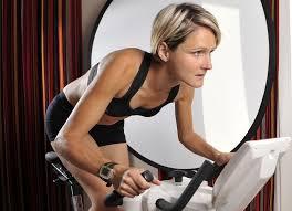 Perdre du poids avec le vélo d'appartement : essayez le fractionné. Est-il possible de perdre du poids avec le vélo d'appartement ?