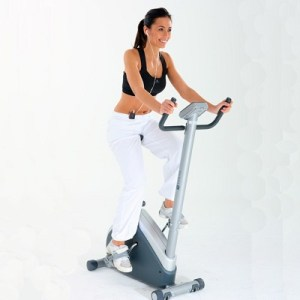 Musculation Vélo d'appartement fractionné pour perdre du poids. Des activités qui se combinent pour maigrir