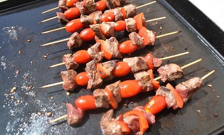 Brochettes boeuf poivrons tomates plancha