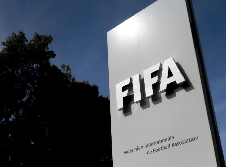 """""""فيفا"""" يعلق نشاط كرة القدم في السودان"""