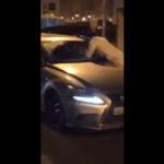 بالفيديو.. ملاكم كويتي يخطف فتاة بعد كسر زجاج سيارتها