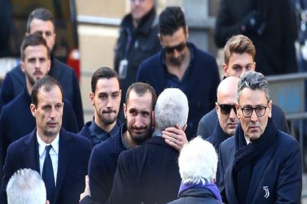 شاهد.. نجوم الكرة الإيطالية يودعون أستوري عن عمر 31 عامًا بالدموع