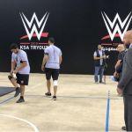 """شاهد بالفيديو والصور..""""تربيل إتش"""" يفاجئ المصارعين السعوديين في تجارب الأداء في جدة"""