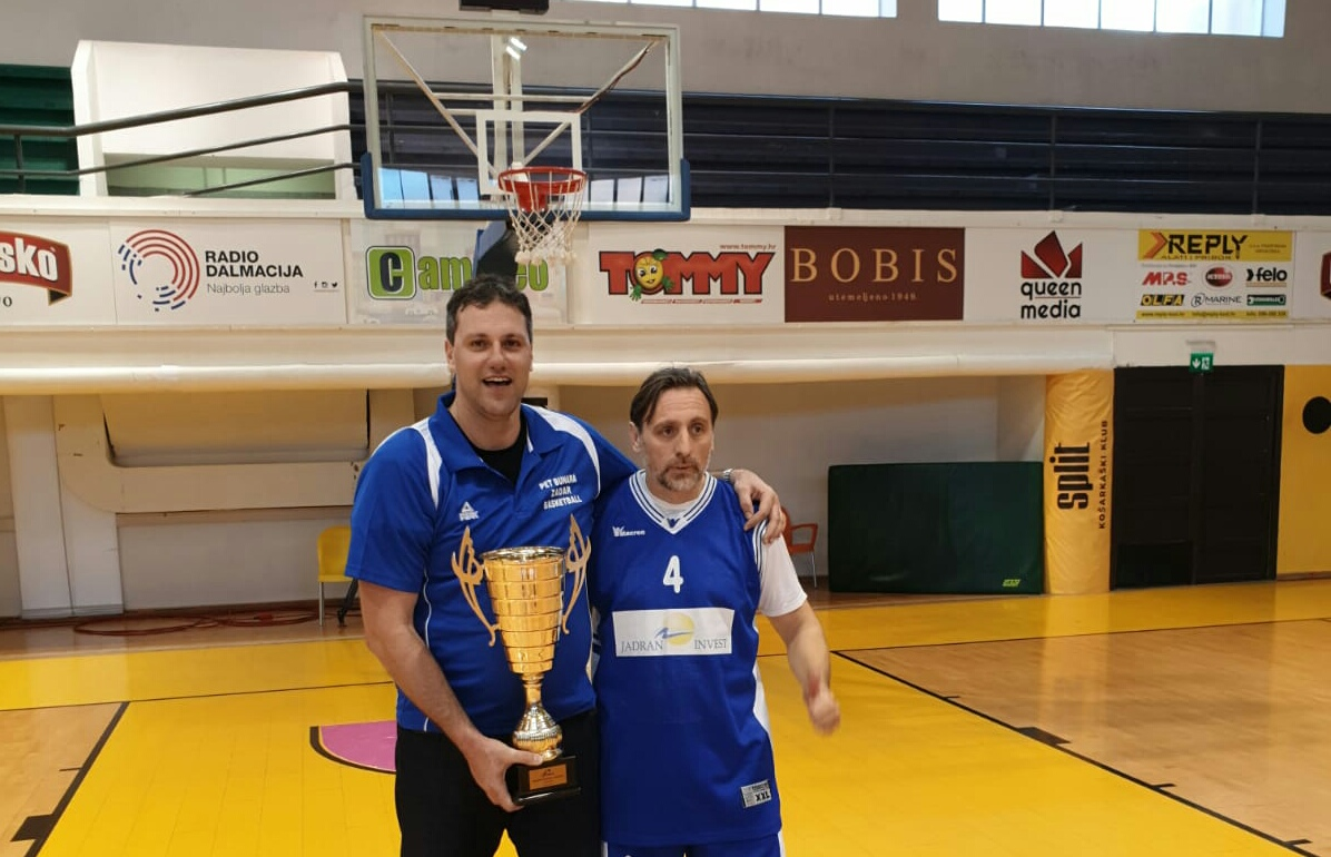 Bog je stvorija čovika, Zadar košarku: Ari trener a Bute na parketu