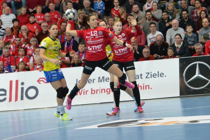 Thüringer HC vs. Metz Handball - Handball EHF Champions League - Xenia Smits, Iveta Luzumova, Meike Schmelzer (v.l.) - Foto: Hans-Joachim Steinbach