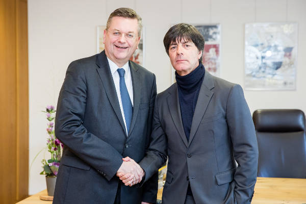 DFB-Präsident Reinhard Grindel und Joachim Löw - Foto: gettyimages / DFB