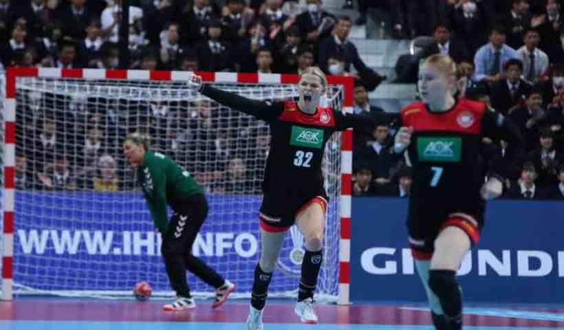 Handball WM 2019 - Deutschland vs. Serbien - Shenia Minevskaja und Meike Schmelzer - Copyright: IHF