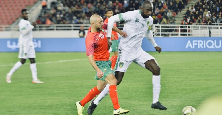 Morocco's winger NORDIN AMRABAT vies for the ball with Mauritania's defender ABDOUL BA, 2021 AFRICA CUP OF NATIONS GROUP E QUALIFYING.( PHOTO BY SAID ZNAIDI. SPORT7.MA)