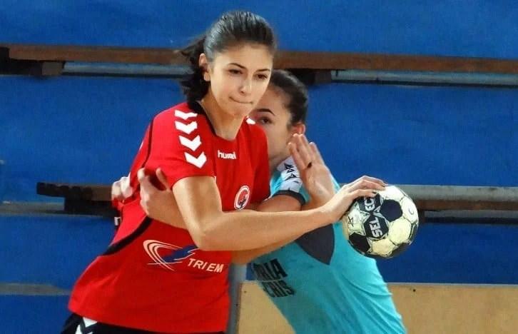 Handbalistele Crișului au pierdut la scor cu viceliderul