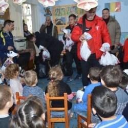 Utiștii, în rolul lui Moș Nicolae pentru copiii din Șimand