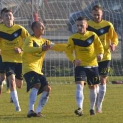 "Marcatori din fiecare compartiment contra ""lanternei"": Crișul Chișineu Criș - CS Dorobanți  3-0"